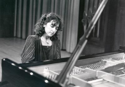 Mª Rosa Torres Pardo. Concierto Del pianoforte al piano