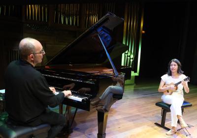 Kennedy Moretti y Cristina Azuma. Concierto Brasil: choros y otros cantos - Popular y culta: la huella del folclore