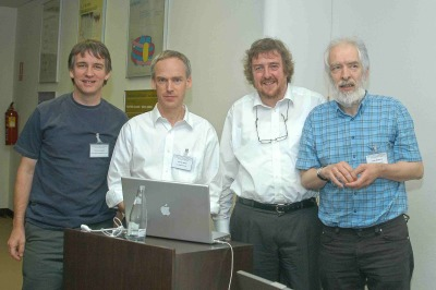 Dave Jackson, Dirk Inzé, Jim Murray y Gerd Jürgens. Conferencia Plant Stem Cells :Independent Inventions and Conserved Mechanisms
