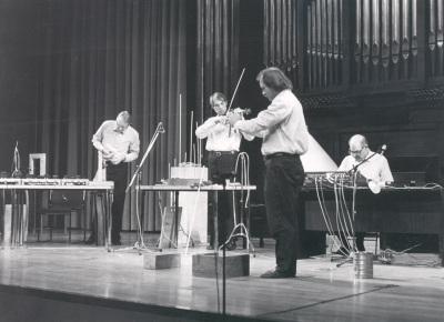 Kölner Ensemble für Neue Musik. Recital de canto y piano