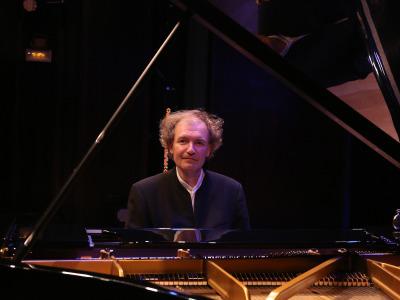 Stefan Mickisch. Concierto Extraordinario. Ópera al piano. Inauguración de temporada 2015/2016