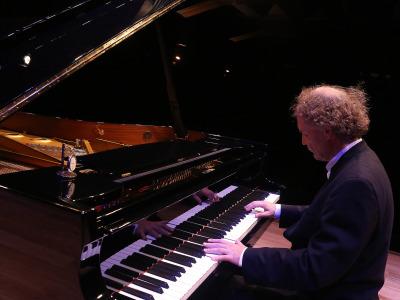Stefan Mickisch. Concierto Extraordinario. Ópera al piano. Inauguración de temporada 2015/2017