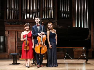 Gigi Ip, Antonio Roig Tarros y Zheng Liu. Domingos y mediodías