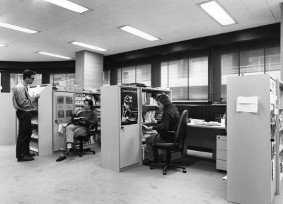 Sala de trabajo de doctorandos en la biblioteca de ciencias sociales