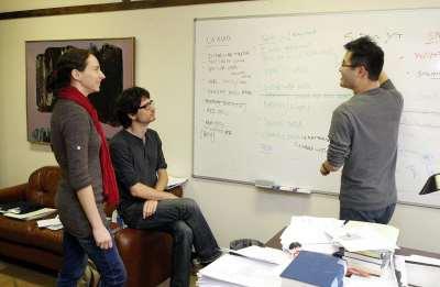 Discusión académica entre Luz Marina Arias, Luis de la Calle y Alexander Kuo
