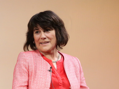 Beatriz González López-Valcárcel. Industria farmaceútica y salud