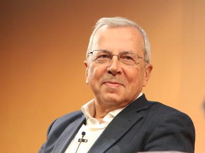 Vicente Ortún. Industria farmaceútica y salud