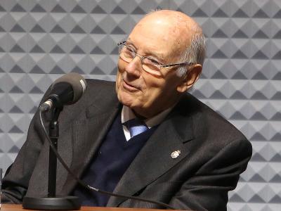 José Manuel Romay Beccaría. José Manuel Romay Beccaría, entrevistado por Íñigo Alfonso