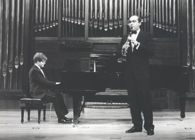 Aníbal Bañados y Enrique Pérez Piquer. Concierto Alrededor del clarinete (1992)