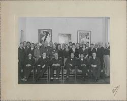 Fotografía del homenaje a Leopoldo Magenti, con Guillermo Fernández-Shaw y otros.