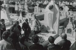Fotografía de la lápida de Rafael Millán.