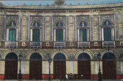 Fotografía de la fachada del Teatro Real (Madrid).
