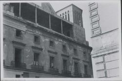 Fotografía de una fachada en obras del Teatro Real (Madrid).