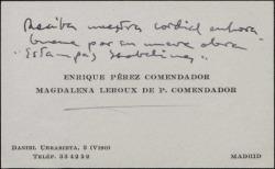 """Tarjeta de visita de Enrique Pérez Comendador y su esposa felicitando a Guillermo Fernández-Shaw por su obra """"Estampas Isabelinas""""."""