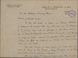 """Carta de Valentín de Pedro a Guillermo Fernández-Shaw, diciéndole que ya ha recibido el ejemplar de """"El caserío"""" y espera que le manden el de """"Las alondras"""" para su publicación."""
