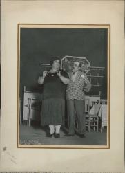 """Fotografía de """"Las alondras"""" de Federico Romero y Guillermo Fernández-Shaw, música de Jacinto Guerrero : Teatro Apolo (Madrid)."""